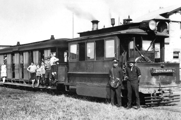 http://www.sutherlandshire.nsw.gov.au/files/assets/website/images/subsites/library/history/steamtram-mf003461.jpg