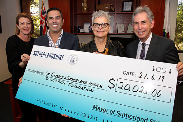 2019 06 21 - Mayoral Ball Cheque Presentation - 02 - resize.jpg